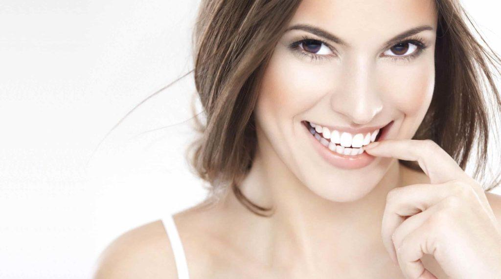 De ce sa alegi Dental White Strips benzi de inalbire a dintilor si nu interventia medicala